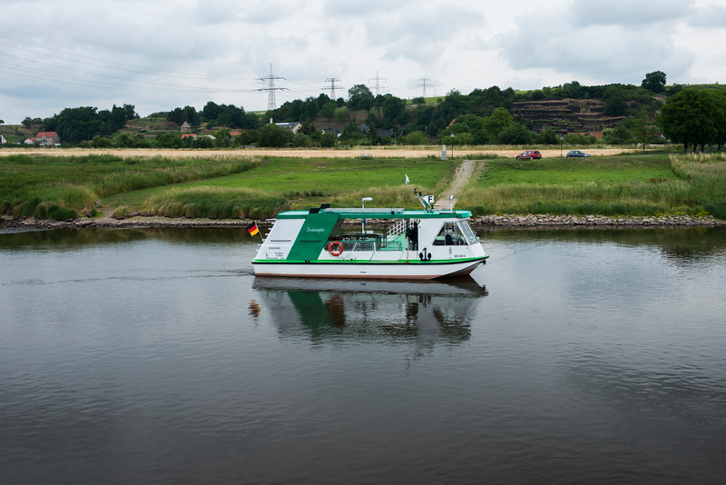Ferry boat am Elbe.