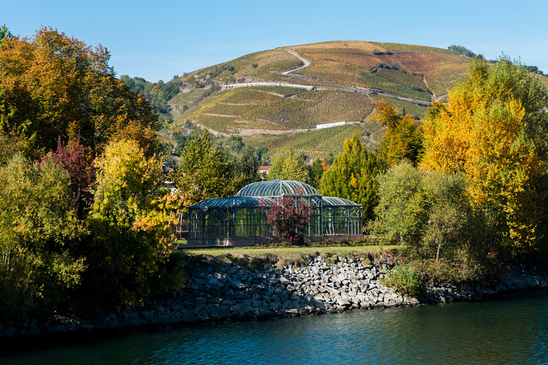 This solarium, framed by the local vineyards, sits on the Rhône outside of Ampuis, 100 meters from a dramatic chateau. Traveling the Rhône in the Fall has many advantages.