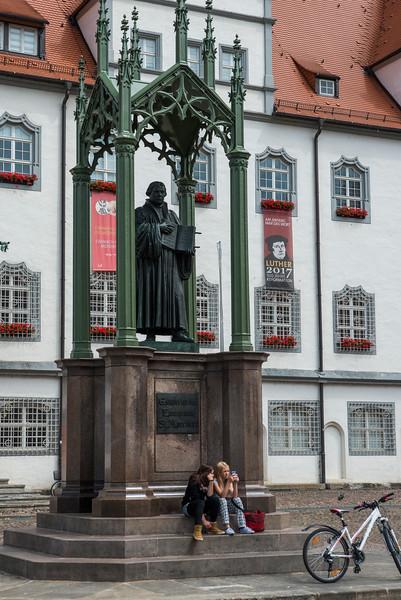 Statue market square.