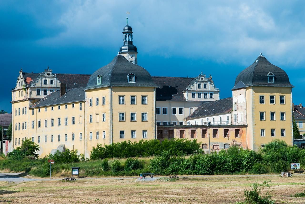 The Fahrschule Lohman from the Elbe, near Coswig.