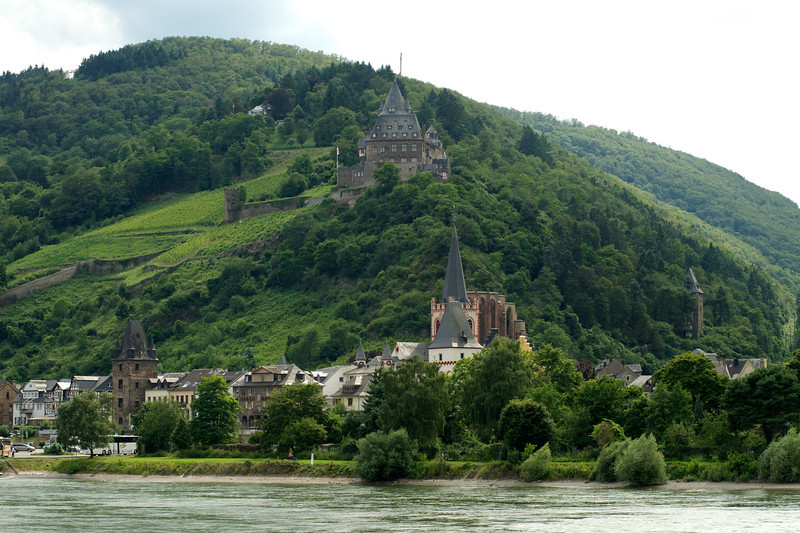 Stahleck Castle peers down on the town of Bacharach (pop. 2200) including St. Peter's Church and the Werner Kappell, lower right.