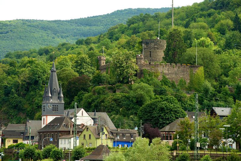 Heimburg Castle overlooks St. Mariae Himmelfahrt Church, Niederheimbach, Germany.    16-36-34 7-18