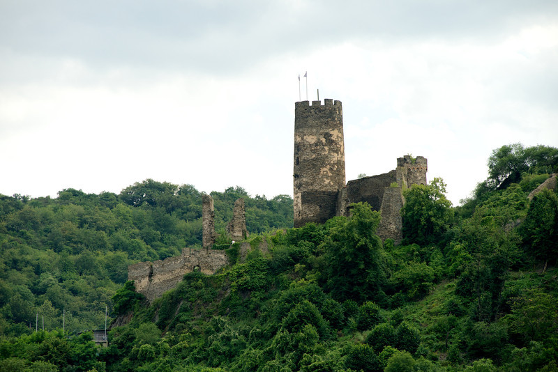 Fürstenberg Castle, south of Bacharach.       16-45-48