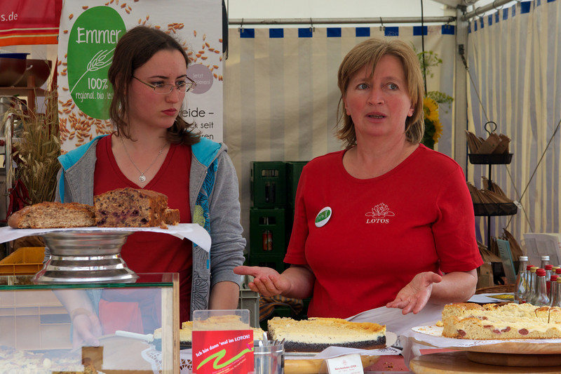 Explaining baked goods in Hauptmarkt.