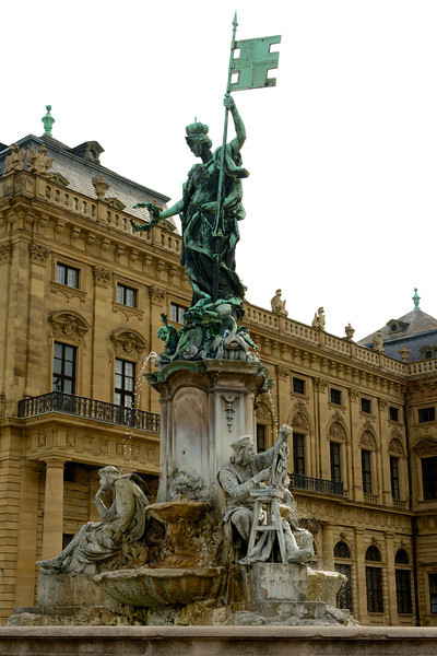 The Franconia-Brunnen fountain, designed by Ferdinand von Miller adorns the parade square in front of the Residenz.  The figure on the right represents Tilman Riemenschneider, the renowned German sculptor.