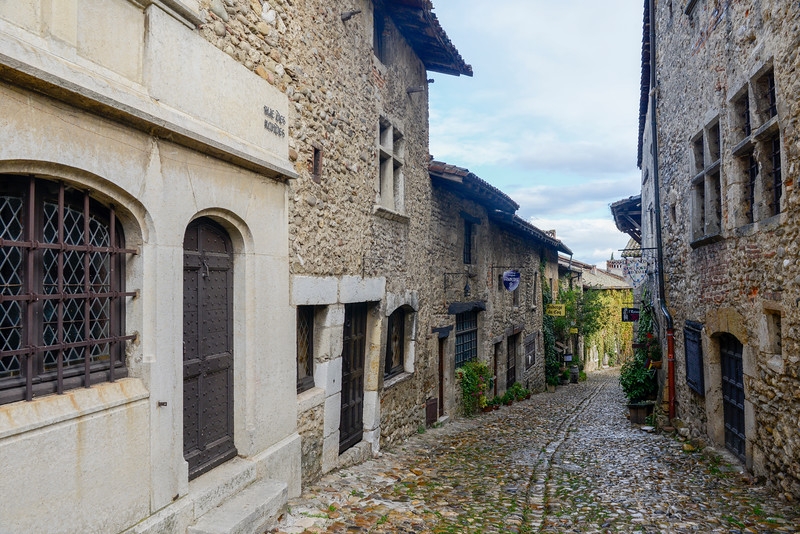 The Rue des Rondes, encircles the village just inside the town wall.