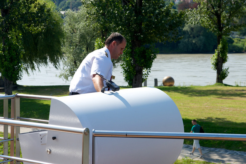 The replacement captain parks the ship in Passau.