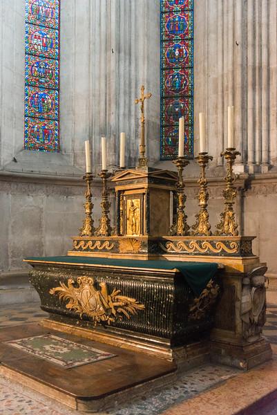 Main altar,  Cathédrale Saint-Maurice, Vienne, France.