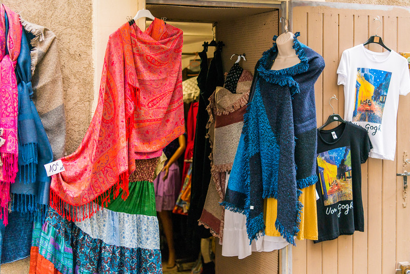 Shop selling silk and more in Ales.