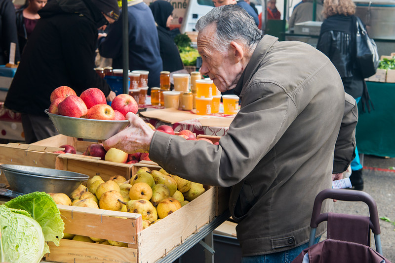 Vienne street marche (market) shopper.