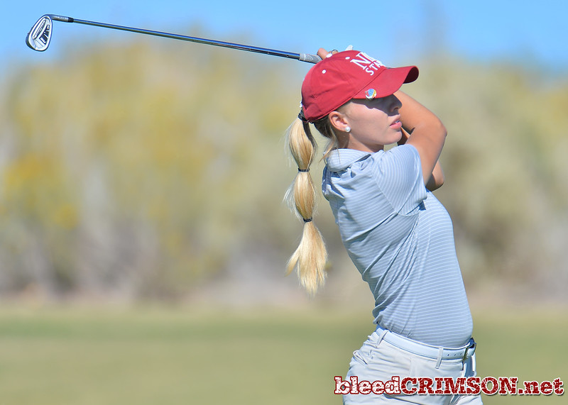 LAS VEGAS, NV - OCTOBER 22:  Dominique Galloway of the New Mexico State Aggies watches her approach shot on the tenth hole during the 2017 Las Vegas Collegiate Showdown at the Boulder Creek Golf Course in Boulder City, Nevada.  (Photo by Sam Wasson)