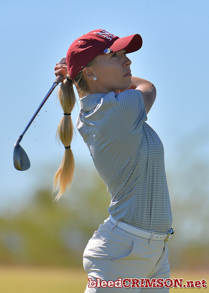 LAS VEGAS, NV - OCTOBER 22:  Dominique Galloway of the New Mexico State Aggies watches her approach shot on the sixth hole during the 2017 Las Vegas Collegiate Showdown at the Boulder Creek Golf Course in Boulder City, Nevada.  (Photo by Sam Wasson)