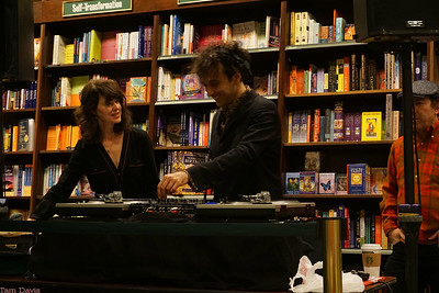 Elinor Blake and Jonathin Toubin dj'ing before the book reading. They played some great stuff, including the Truly Scrumptious song from Chitty Chitty Bang Bang and Jack White's cover of You Are the Sunshine of My Life featuring the Muppets. I didn't recognize any other songs, but they were all the perfect tone for a kids & adults gathering.