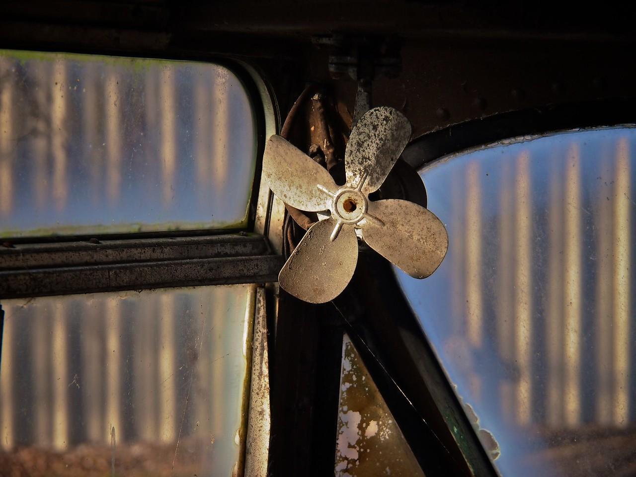 fan in swa old bus