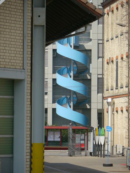 THE BLUE DRILL - wonach da wohl gebohrt wird, mitten in Winti??