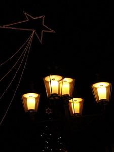 """für Zürich produzieren """"wir""""* die ultramoderne (und von den """"Grossstädtern"""" ungeliebte..) Leuchtstäbe-Installation """"The World's Largest Timepiece"""" - in Winti bleiben wir (vorerst) bei kleinstädtischem, althergebrachtem Weihnachts-Lichterspiel * ims Industrial Micro Systems AG in Winterthur"""