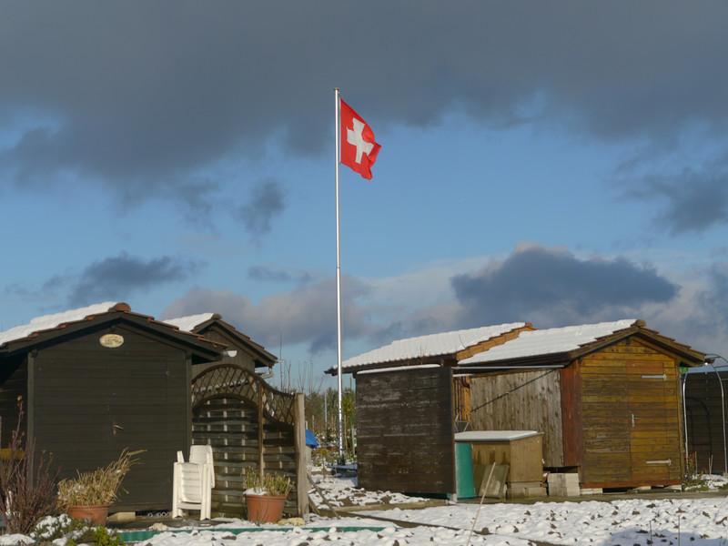 """..es war einmal<br /> eine Abfalldeponie in Winterthur, die zu einem stattlichen 30m hohen """"Stinkberg"""" angewachsen war. Deponie eingestellt nach Eröffnung Kehrichtsverbrennung, komplett saniert 2006-2008 und anschliessend umgewandelt zu einem """"Püntenareal mit Aussicht""""  <br />  <br /> <a href=""""http://www.youtube.com/watch?v=C38n3pjDNvM"""">http://www.youtube.com/watch?v=C38n3pjDNvM</a> (satirische Montage, fingierter Bericht eines kubanischen TV-Teams, das die Schicksale angeblich verarmter Winterthurer aufzeigt, die im """"slum"""" auf dem Stinkberg gestrandet sind..)<br /> <a href=""""http://bau.winterthur.ch/fileadmin/user_upload/Tiefbauamt/Dateien/Dateien_03_Entsorgung/www.sanierung-rietberg_inhalt.pdf"""">http://bau.winterthur.ch/fileadmin/user_upload/Tiefbauamt/Dateien/Dateien_03_Entsorgung/www.sanierung-rietberg_inhalt.pdf</a>"""