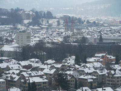 """Sicht auf die Stadt Winterthur vom """"Bäumli"""": Vordergrund St. Georgenquartier, Bildmitte Altstadt mit Stadtkirche"""