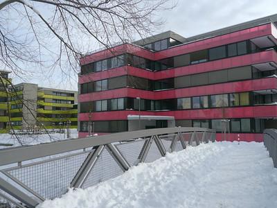 ...es war einmal eine Industriegeviert der Scheco, Kühl- und Wärmesysteme, heute farbenfrohe Grossüberbauung Talwiese zwischen Bahnlinie und Eulach in Oberi (Bezug ab ca. 2010), mit der neuen Glasfaser-Eulachbrücke (Fussgänger)  http://www.talwiesen.ch/  http://www.startblatt.net/blogs/ch.winterthur/brucke-aus-glasfaserkunststoff