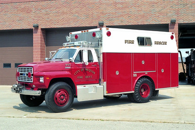 MEQUON  SQUAD 955   FORD F700 - MARION