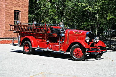 THIENSVILLE FD  ANTIQUE  OFFICERS SIDE