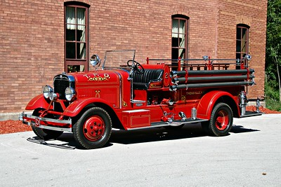 THIENSVILLE FD  ANTIQUE  DRIVERS SIDE