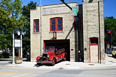 THIENSVILLE FD  ANTIQUE AT THE STATION