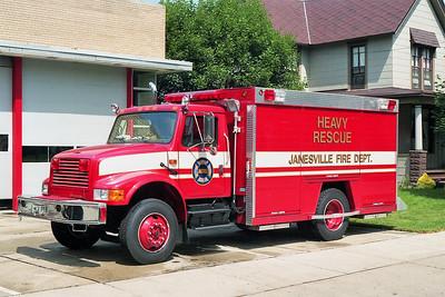 JANESVILLE  RESCUE 1  IHC 4700 - HACKNEY