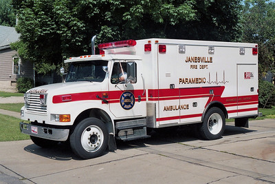 JANESVILLE  MEDIC  IHC 4700  DRIVERS SIDE