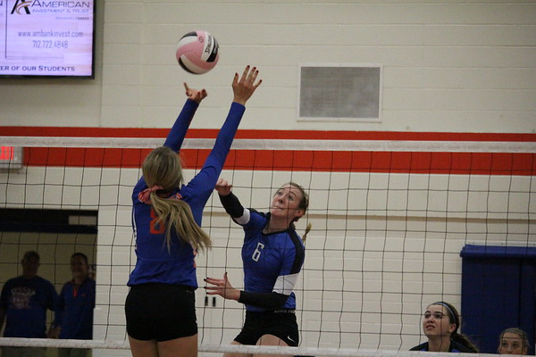 WL volleyball at Sioux Center 10-3-17