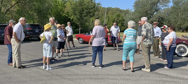 Trip leader Susan Cady giving instructions for the run.