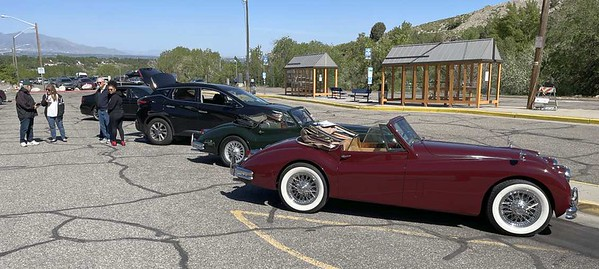 Besides the Muna E-type there were two other Jaguars at the rendezvous, both XK140 Drophead Coupes, owned by Ken and Joann Borg (green) and Gary Lindstrom (maroon).
