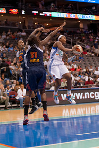 New York's CAPPIE PONDEXTER (23) looks for a teammate to pass to while Connecticut's TINA CHARLES (31) and ALLISON HIGHTOWER (23) defend.