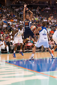 Connecticut's RENEE MONTGOMERY (21) loses the ball to New York's LEILANI MITCHELL (5).