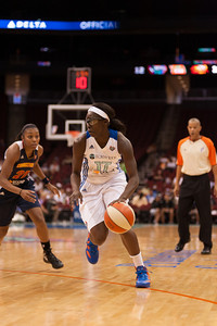 New York's ESSENCE CARSON (17) drives past Connecticut's RENEE MONTGOMERY (21).
