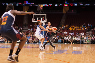 Connecticut's KARA LAWSON is defended by LEILANI MITCHELL as she attempts to pass.