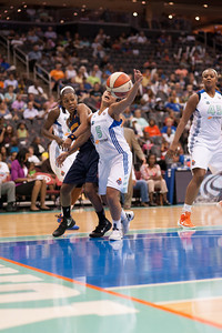 Connecticut's RENEE MONTGOMERY loses the ball to New York's LEILANI MITCHELL (5).