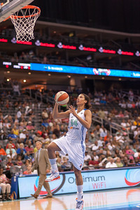 New York's NICOLE POWELL (14) drives to the basket against the Connecticut Sun.