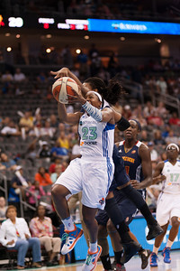 New York's CAPPIE PONDEXTER (23) drives to the basket against the Connecticut Sun.