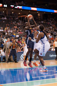 Connecticut's TiINA CHARLES (31) drives to the basket against New York's PLENETTE PIERSON (33)