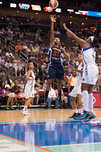 Connecticut's RENEE MONTGOMERY (21) drives to basket past New York's KIA VAUGHN (15).