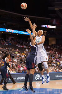 New York's PLENETTE PIERSON (33) pulls up for a shot over Connecticut's MISTIE MIMS.
