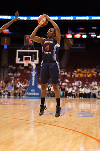 Connecticut's DANIELLE MCCRAY (4) pulls a jump shot against the New Yorl Liberty.