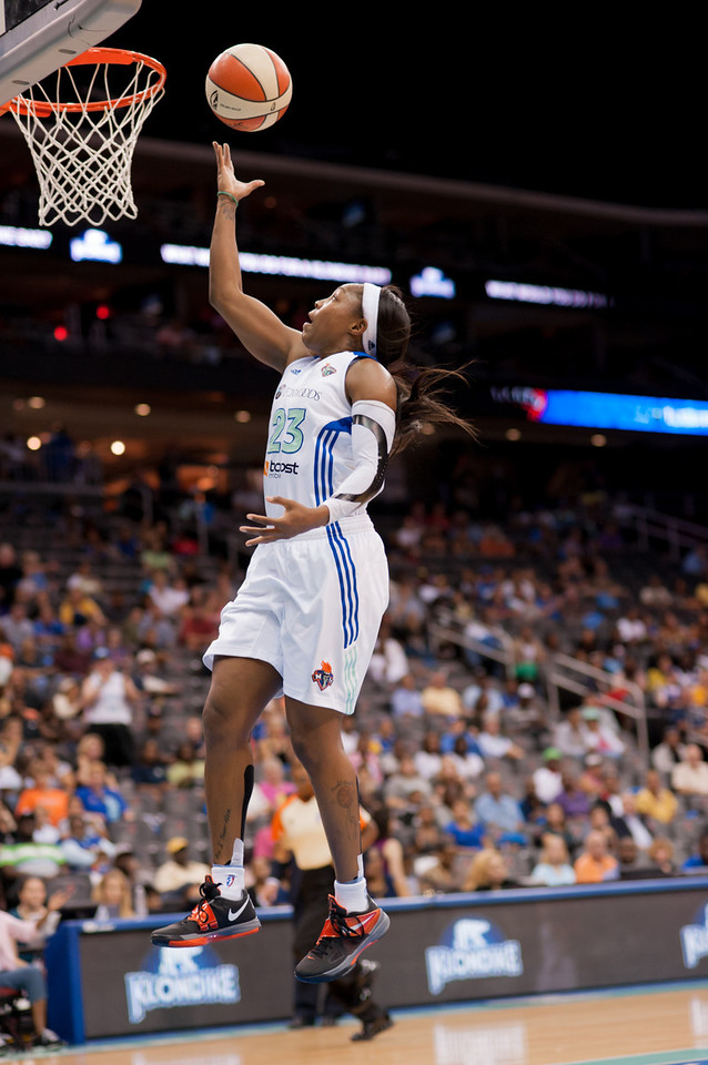 New York's CAPPIE PONDEXTER (23) finishes a fast break against the Los Angeles Sparks.