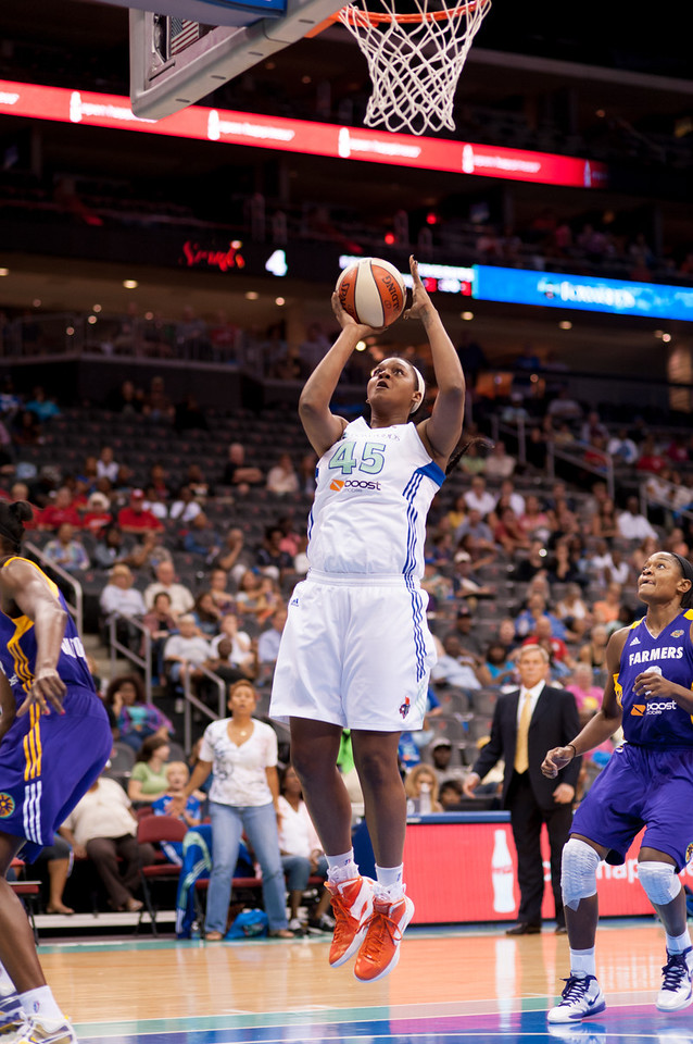 New York's KARA BRAXTON (45) goes up for a shot against the Los Angeles Sparks.