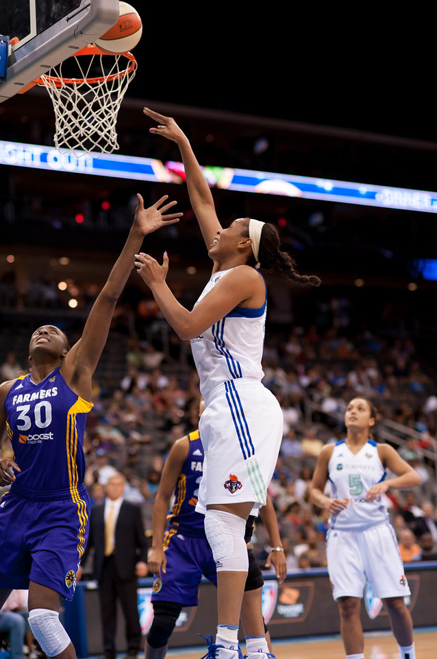 New York's PLENETTE PIERSON (33) drives to the basket while Los Angeles' NNEKA OGWUMIKE (30) tries to defend.