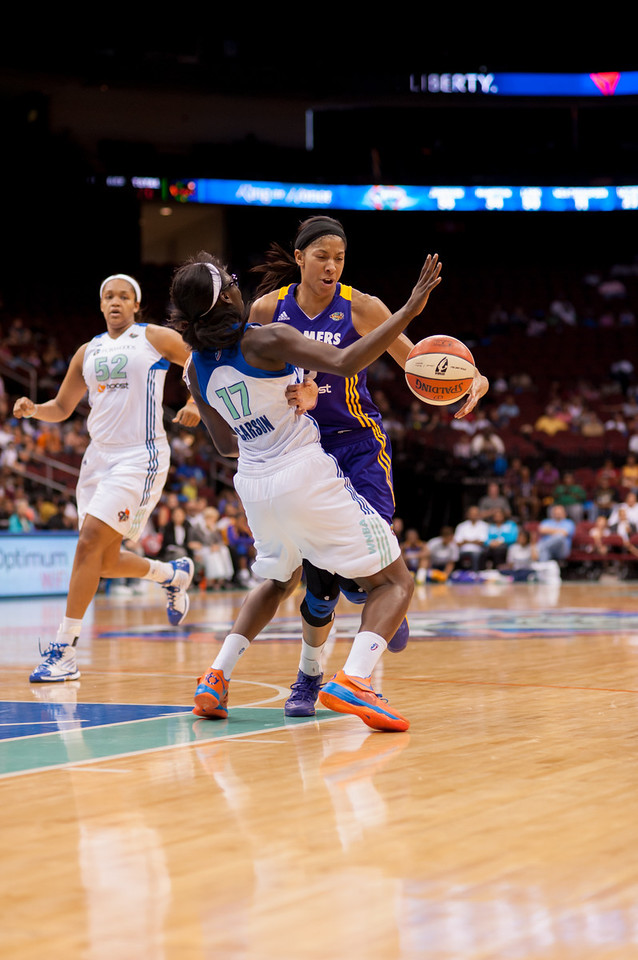 New York's ESSENCE CARSON (17) is called for a blocking foul as Los Angeles' CANDACE PARKER drives up court.