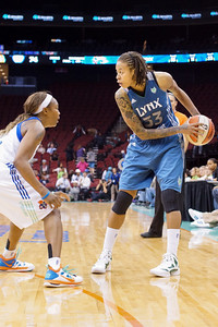 New York's PCAPPIE PONDEXTER guards Minnesota's SEIMONE AUGUSTUS (33).