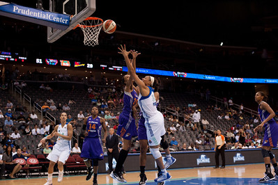 New York's PLENETTE PIERSON drives to the basket against the Phoenix Mercury.
