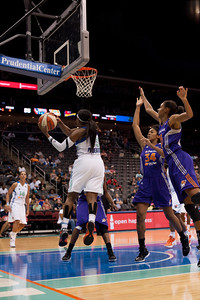 New York's CAPPIE PONDEXTER (23) drives to the basket and looks to pass against the Phoenix Mercury.